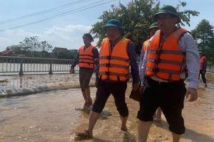 Bộ trưởng Nguyễn Chí Dũng thăm hỏi, kiểm tra công tác khắc phục lũ lụt tại Quảng Bình