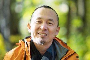 Nhạc sĩ Quốc Trung bán đấu giá 3 bức tranh ủng hộ đồng bào miền Trung