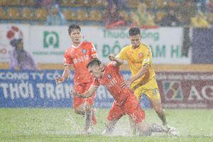 CLB Nam Định thua do trọng tài, nhưng không thể rớt hạng!
