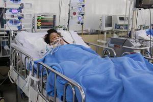 Sau mổ bắt con, người mẹ bị băng huyết, suy hô hấp nặng