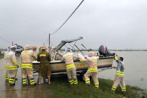 Xử phạt phương tiện đi vào vùng nguy hiểm của cơn bão số 8