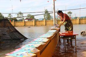Trường ĐH Thương mại: Hỗ trợ 5 triệu đồng cho 105 sinh viên vùng lũ Hà Tĩnh