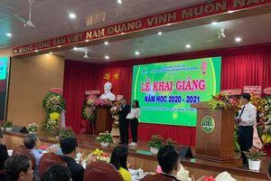 ĐH Nông Lâm TP.HCM quyên góp gửi đồng bào miền Trung trong ngày khai giảng