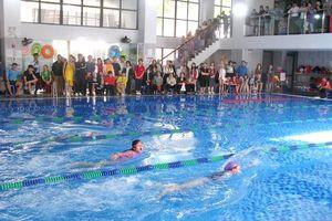 Gần 300 HS tham gia giải bơi hướng tới Hội khỏe Phù Đổng