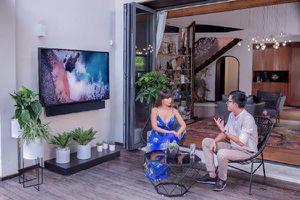 Siêu mẫu Hà Anh mạnh tay lắp TV The Terrace chuẩn QLED 4K ngoài trời