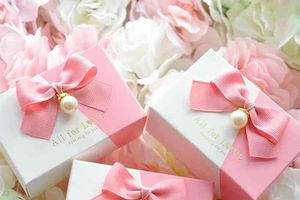 Khi tặng quà, đừng mắc những lỗi sau kẻo bị chê thiếu tinh tế
