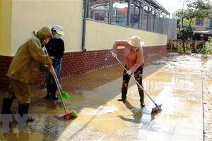 Quảng Bình: Cấp nước sạch và hỗ trợ người dân vùng lũ sấy hạt giống