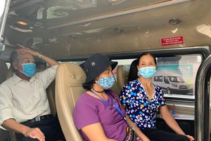 Những chuyến xe yêu thương chở bệnh nhân ung thư về quê ở vùng lũ