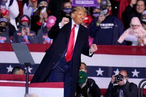 Clip: Dân mạng Tiktok thi nhau cover điệu nhảy lắc lư của Tổng thống Trump