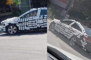 Đỗ ô tô trước cửa hàng, khi quay lại, tài xế 'choáng váng' vì cảnh phản cảm trên xe