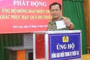 Công an tỉnh Vĩnh Long quyên góp 700 triệu đồng ủng hộ đồng bào miền Trung