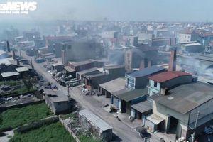 Kinh hãi 300 ống khói xả thẳng lên trời ở làng tái chế nhôm lớn nhất miền Bắc