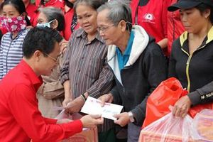 Hội Chữ thập đỏ thành phố Hà Nội chia sẻ khó khăn với người dân miền Trung