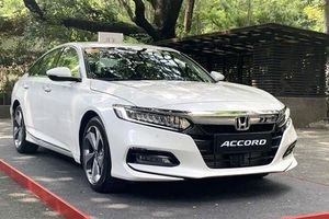 Giá xe ô tô hôm nay 24/10: Honda Accord thấp nhất ở mưacs 1.319 triệu đồng