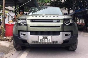Land Rover Defender hơn 5,3 tỷ, trúng biển tứ quý 9 ở Hà Nội
