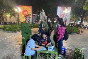Hà Nội: Không đeo khẩu trang không được vào phố cổ