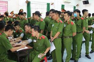 Hơn 350 giảng viên, học viên CSND hiến máu vì đồng đội thân yêu