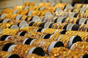 Cuối tuần giá vàng giảm
