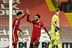 Hàng công tỏa sáng, Liverpool ngược dòng kịch tính tại Anfield