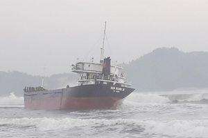 Cứu 10 thuyền viên trên tàu hàng bị nạn