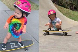 Bé 1 tuổi nổi tiếng nhờ khả năng trượt ván điêu luyện