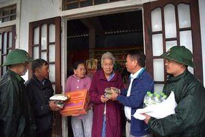 Bộ đội Biên phòng Thừa Thiên-Huế tiếp nhận quà người dân Hưng Yên hỗ trợ đồng bào bị lũ lụt