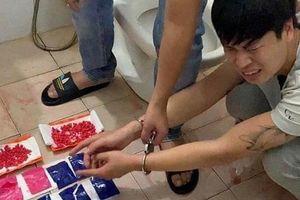 Nước bồn cầu nhà nghỉ đỏ ngầu như máu 'tố cáo' tội ác của nam thanh niên 9x