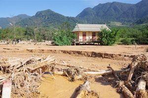 Quảng Trị có mưa to do ảnh hưởng bão số 8, việc cứu trợ gặp khó khăn
