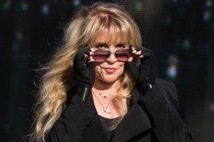 Stevie Nicks cay đắng thừa nhận tiêm botox khiến cô giống quỷ satan