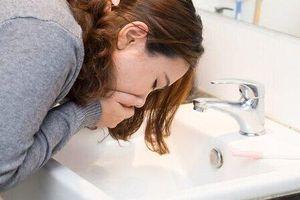 Căn bệnh hiếm gặp khiến người phụ nữ sốt và thường xuyên buồn nôn