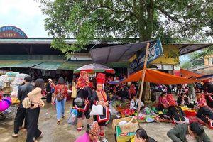 Khám phá chợ phiên Đồng Văn, huyện Bình Liêu, Quảng Ninh