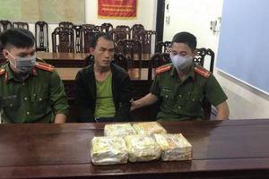 Bắt bác sĩ ngoại quốc 'ôm' 5 kg ma túy vào Việt Nam