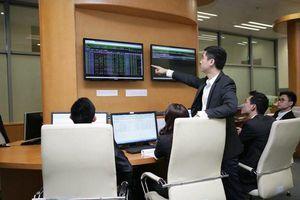 Chứng khoán sáng 26/10: Nhóm cổ phiếu Vingroup kéo thị trường tăng điểm