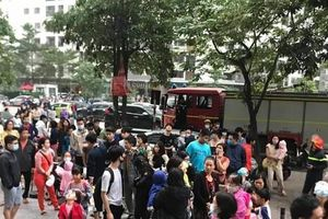 Cháy trên tầng 33 chung cư, hàng ngàn người náo loạn tháo chạy