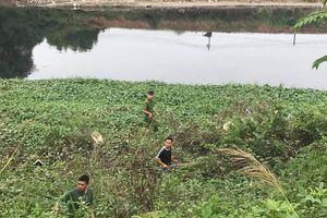 'Xới tung' ven sông Nhuệ tìm nữ sinh Học viện Ngân hàng mất tích