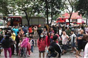 Chung cư HH Linh Đàm bốc cháy, cư dân hoảng sợ tháo chạy