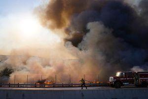 Sơ tán gần 100.000 dân ở Quận Cam vì cháy rừng