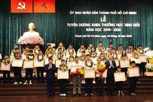 Tuyên dương, khen thưởng hơn 900 học sinh giỏi, đạt giải thưởng cao