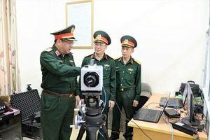 Phó đô đốc Phạm Hoài Nam kiểm tra, làm việc tại Viện Thuốc phóng Thuốc nổ
