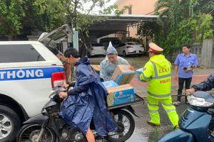 Phát cơm, nước và sữa miễn phí cho hàng ngàn người mắc kẹt vì bão số 9