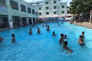 Bị bạn nhấn đầu xuống nước khi đi bơi, nam sinh 14 tuổi bị phù phổi