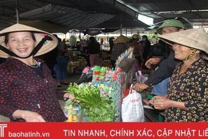 Sau lũ, chợ quê Hà Tĩnh khan hiếm rau xanh