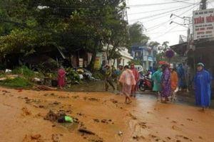 Quảng Nam: Sạt lở kinh hoàng uy hiếp trăm hộ dân, đường trung tâm tê liệt