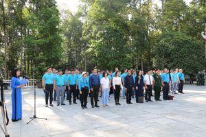 Quận Hoàng Mai tuyên dương 74 'Công nhân giỏi' năm 2020