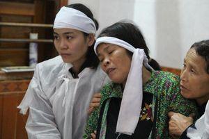 Núi sạt lở vùi lấp 4 người, tang thương phủ lấy xóm nghèo ở Quảng Bình