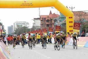 Giải Xe đạp VTV thi đấu chặng 5 nội dung đồng đội tính giờ