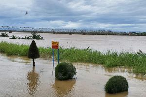 Nước lũ trên các sông lên nhanh