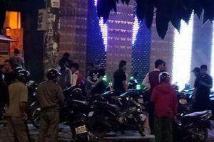 Hai nhóm côn đồ nhìn 'đểu' dẫn tới hỗn chiến gây nổ ở quán karaoke vùng ven Sài Gòn