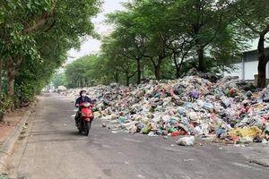 Vụ 'dân chặn đường vào bãi rác Nam Sơn': Chủ tịch ra văn bản chỉ đạo