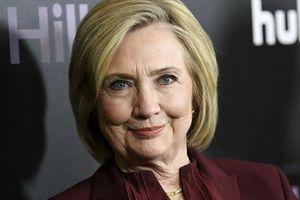 Đại cử tri Hillary Clinton tặng quà sớm cho ông Biden